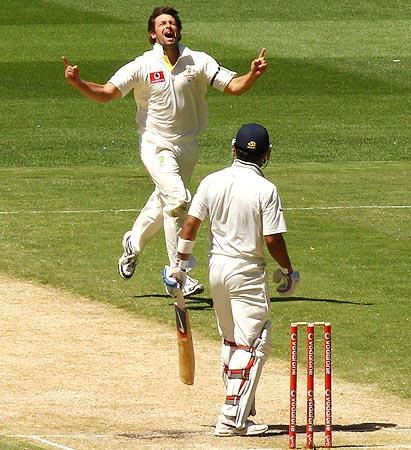Ben Hilfenhaus claims the wicket of Virat Kohli