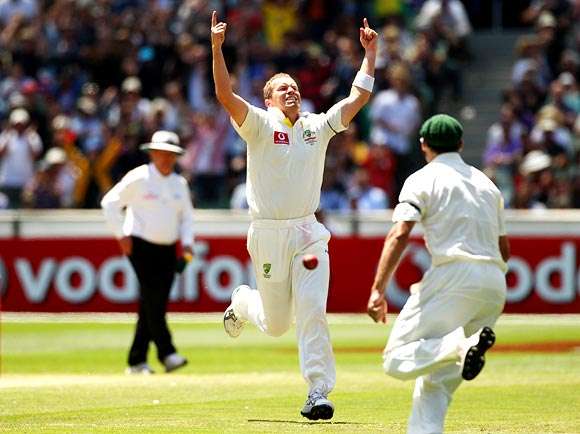 Peter Siddle celebrates the wicket of Sachin Tendulkar
