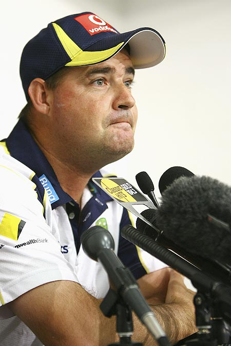 We've struck psychological blows on Indian batsmen: Arthur
