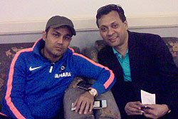 Virender Sehwag obliges Zaman at the Dhaka International Airport
