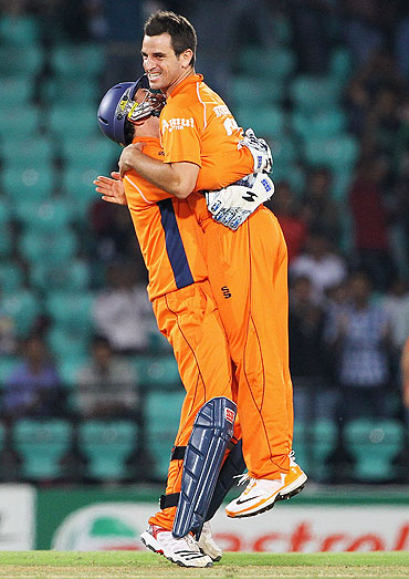 Holland's Wesley Barresi celebrates with Ryan ten Doeschate (right) after stumping Jonathan Trott