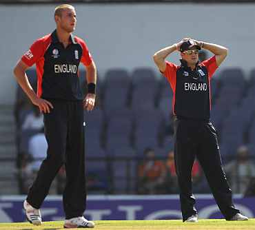 Stuart Broad and Andrew Strauss react during a World Cup match against Netherlands
