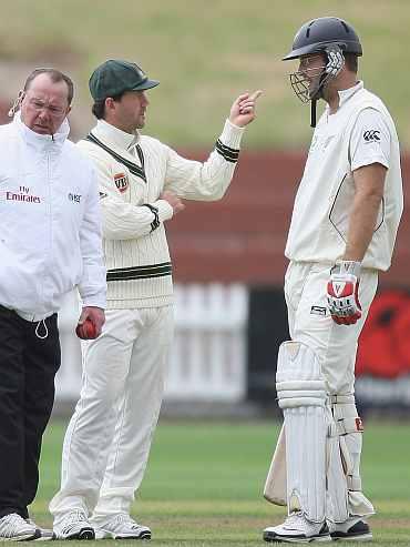 Ponting gestures to Vettori