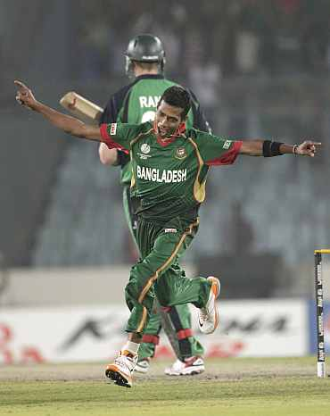Bangladesh's Shafiul Islam celebrates after winning the ICC Cricket World Cup group B match against Ireland