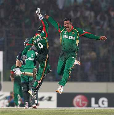 Abdur Razzaq celebrates after picking up a wicket against Ireland