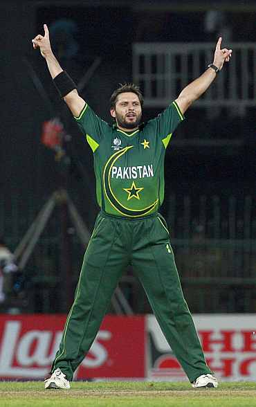 Pakistan's Shahid Afridi celebrates after taking the wicket of Sri Lanka's Tillakaratne Dilshan during their match in Colombo