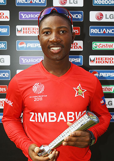 Zimbabwe's Tatenda Taibu with his man-of-the-match award