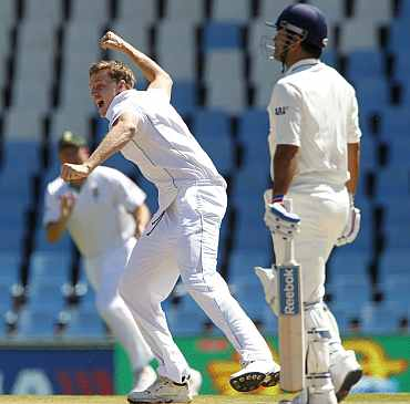 Morne Morkel celebrates after picking up MS Dhoni