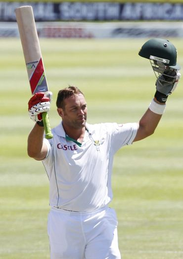 Kallis celebrates after getting to his hundred on Day 2 of the third Test