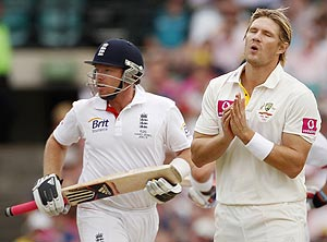 shane watson (right) reacts to Ian Bell's shot