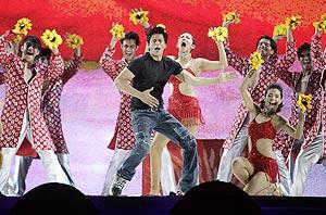 shah rukh khan performs in durban