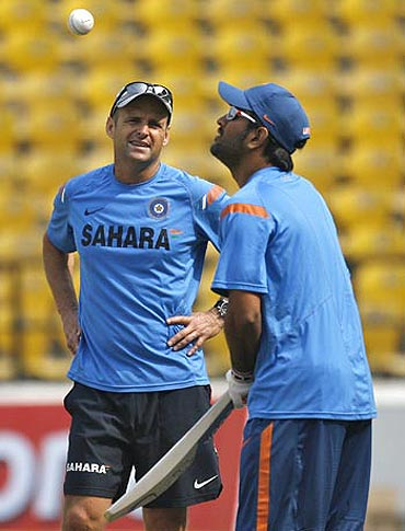 Mahendra Singh Dhoni with coach Gary Kirsten
