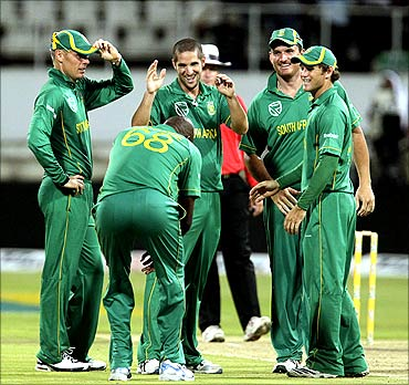 South Africa's Johan Botha (L), Lonwabo Tsotsobe (back to camera), Wayne Parnell (C), Graeme Smith and David Miller (R) celebrate the wicket of India's Harbhajan Singh (not in picture) during the one day international cricket match at Kingsmead Stadium in Durban
