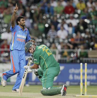Munaf Patel celebrates after dismissing Graeme Smith
