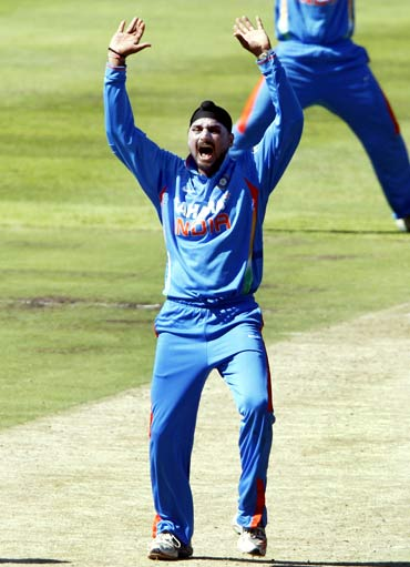 India's Harbhajan Singh appeals unsuccessfully for the wicket of South Africa's Graeme Smith (not pictured) during their third one-day international cricket match in Cape Town