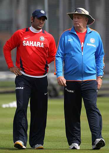 MS Dhoni speaks to Duncan Fletcher during a practice session