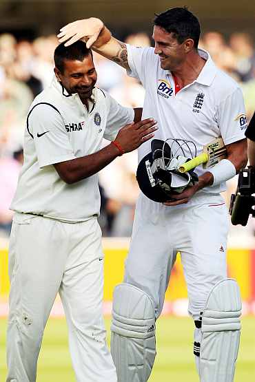 Praveen Kumar and Kevin Pietersen share a light moment during the Test match