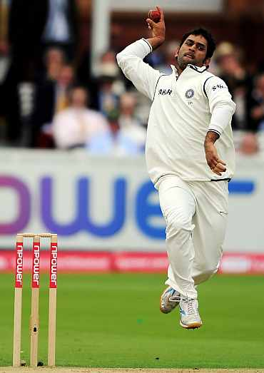 Kevin Pietersen asks for a referral as MS Dhoni celebrates his dismissal