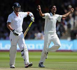 Ishant Sharma celebrates after picking Kevin Pietersen's wicket