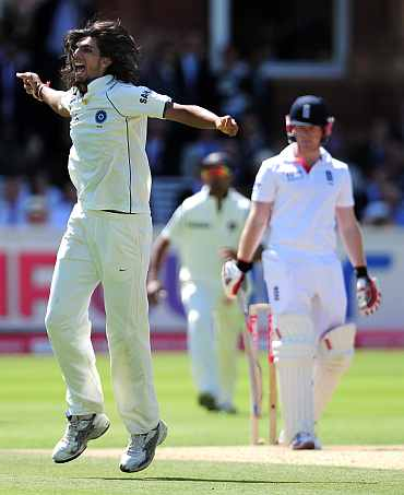 Ishant Sharma celebrates after picking up Morgan's wicket