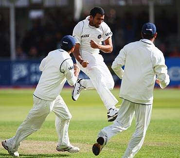 Zaheer Khan ecstatic after bagging Ian Bell's wicket