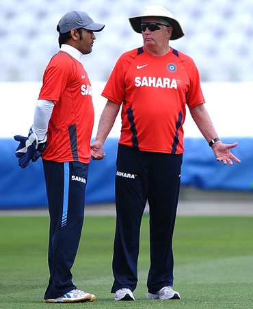 M S Dhoni and coach Duncan Fletcher