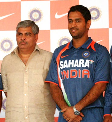 MS Dhoni with BCCI chief Shashank Manohar