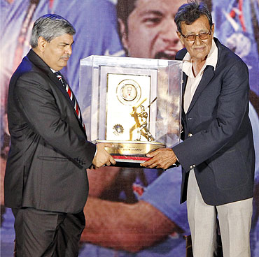 India's former cricket player Salim Durrani (right) receives the C.K. Nayudu Lifetime Achievement Award from BCCI (Board of Control for Cricket in India) President Shashank Manohar