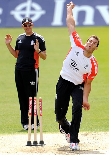 England's Chris Tremlett (R) bowls watched by coach Andy Flower during a training session before Thursday's third cricket test match against Sri Lanka at the Rose Bowl in Southampton