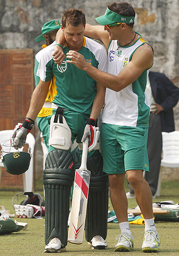South Africa's Dale Steyn (left) and teammate Faf du Plessis share a light moment during training