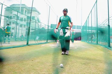 Jacques Kallis trains in the nets