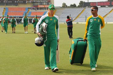 Johan Botha (L) and Robin Peterson leave the field after the team's practice session