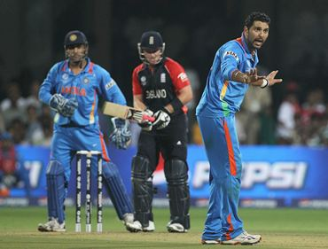 Yuvraj Singh appeals unsuccessfully against Ian Bell for LBW. The decision was then unsuccessfully reviewd by India