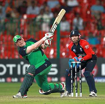 Kevin O'brien his a boundary on the leg side against England