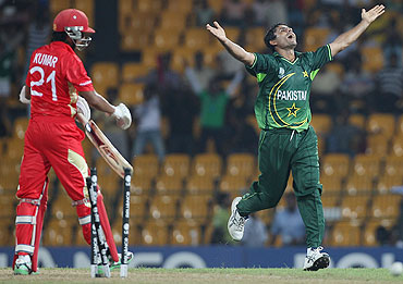 Pakistan's Abdul Razzaq celebrates after clean bowling Canada's Nitish Kumar (left)