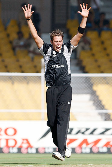 Tim Southee reacts after claiming the wicket of Taitenda Taibu