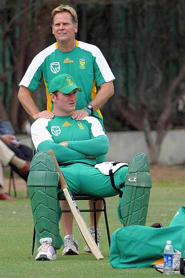 Graeme Smith relaxes during a practice session