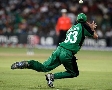Alex Cusack catches Gautam Gambhir