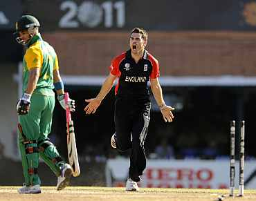 James Anderson ceclebrates after picking up the wicket of JP Duminy