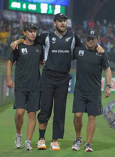 Daniel Vettori walks off the pitch after he was injured during his match against Pakistan