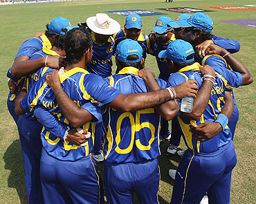 The Sri Lanka team form a huddle