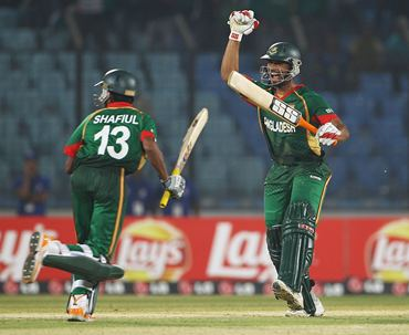 Shafiul Islam and Mahmudullah celebrate scoring the winning runs as Andrew Strauss holds his head in his hands