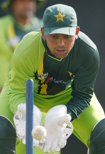 Kamran Akmal goes through a wicket-keeping drill during a practice session