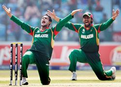 Shakib Al Hassan and Shahriyar Nafees appeals for a wicket