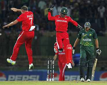 Zimbabwe's Ray Price and Tatenda Taibu celebrate after picking up the wicket of Shahid Afridi