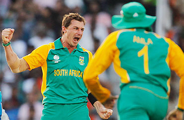 Dale Steyn celebrates the wicket of Yusuf Pathan