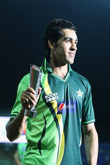 Pakistan's Umar Gul with the Man of the Match award