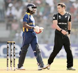 Mahela Jayawardena (L) has an altercation with Nathan McCullum after the latter claimed a catch
