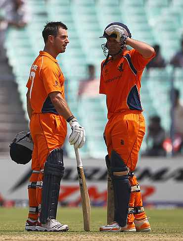 Peter Borren and Ryan ten Doeschate during their knock against Ireland