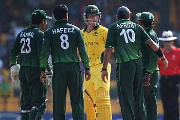 Australia's Bradd Haddin in a heated argument with Pakistani players